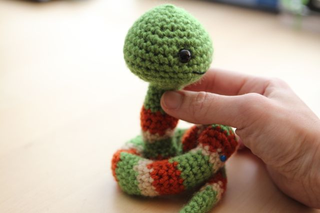 White Sparkly Snake Amigurumi | Pattern: Ayame The Snake by … | Flickr | 427x640